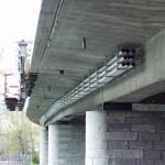 Erneuerung der Randleisten und Befestigung der Rohrleitungen