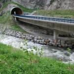Fertiggestellte Brücke am Tunnelportal