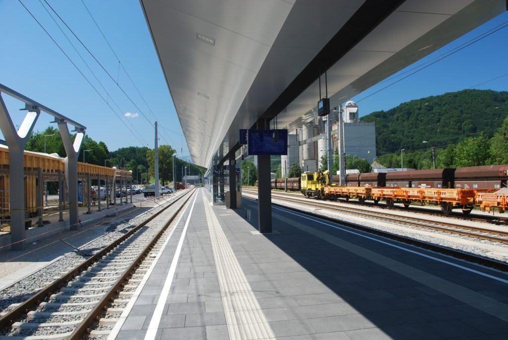 neuer Bahnsteig, noch im Bau